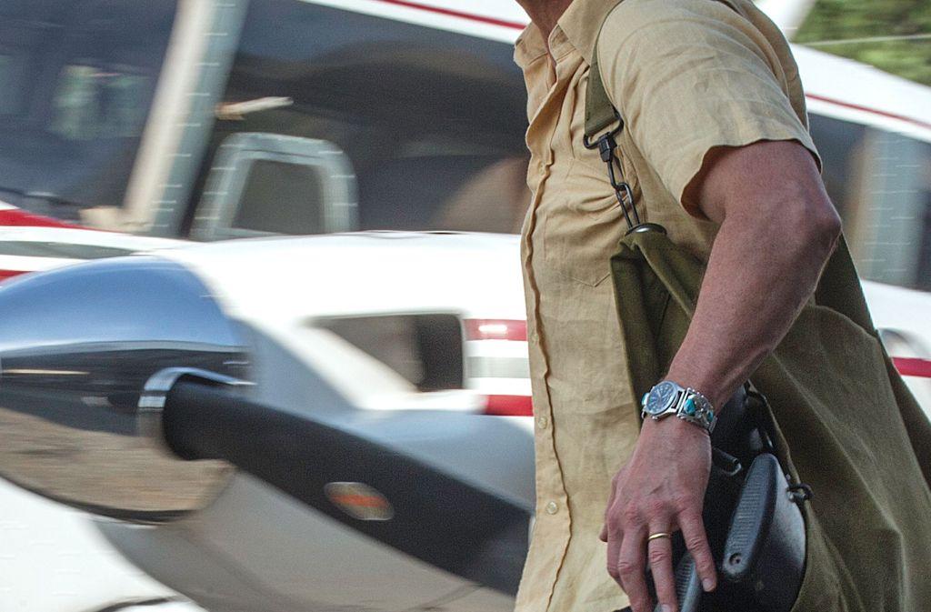 Ein Flugzeug und einen Sack voll Waffen zum Schmuggeln – mehr braucht Barry Seal (Tom Cruise) nicht, um glücklich zu sein. Foto: Universal