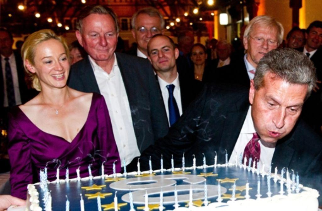 Zum 60. Geburtstag von Günther Oettinger  hat die CDU zu einer großen Sause in Fellbach eingeladen.  Weitere Eindrücke von der Feier zeigen wir in der Fotostrecke. Foto: dpa
