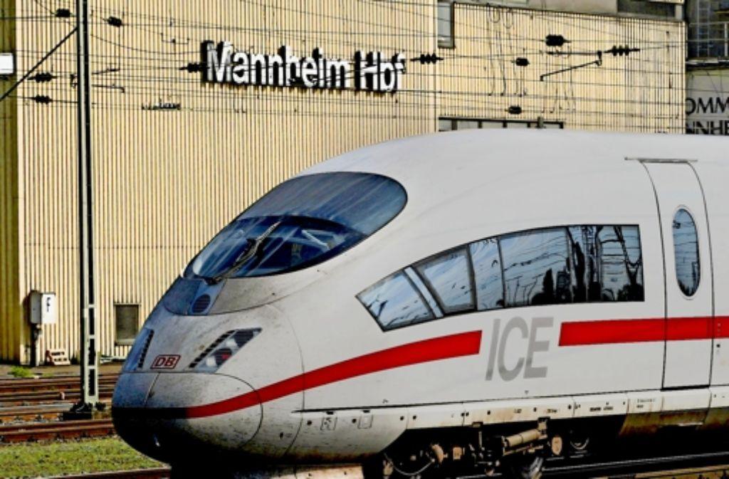 Ein ICE fährt in Mannheim ein – in der Bauphase kann das verspätet  der Fall sein. Foto: dpa