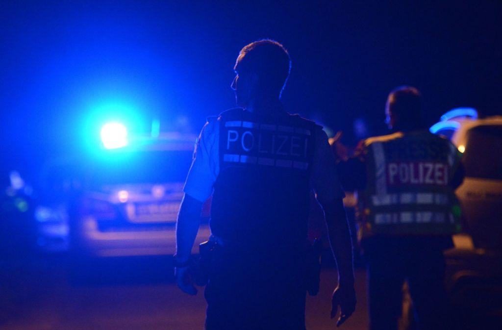 Erst auf der Autobahn konnte die Polizei den flüchtigen BMW-Fahrer stoppen. Foto: dpa