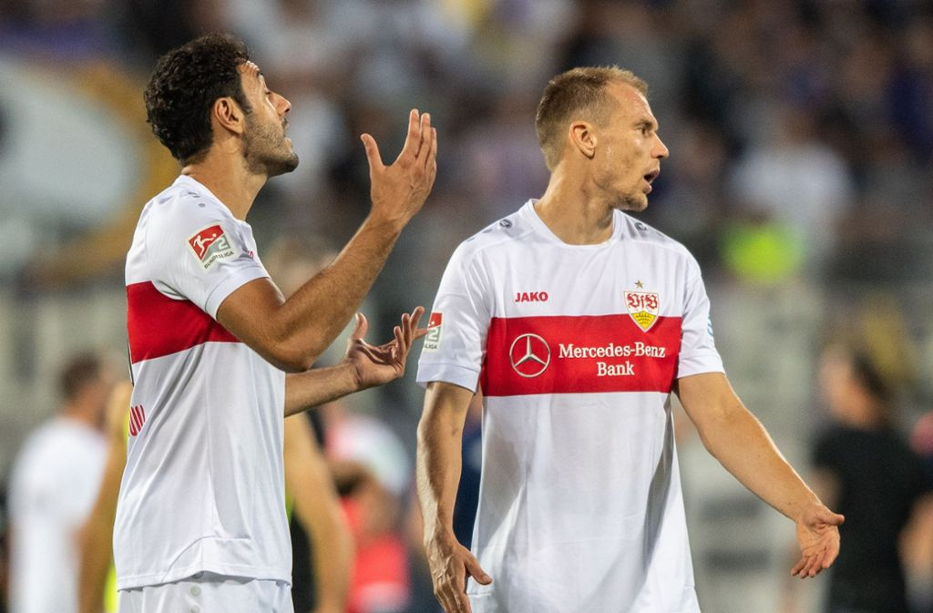 Hamadi Al Ghaddioui (li.) und Holger Badstuber hadern mit dem 0:0 in Aue Foto: dpa