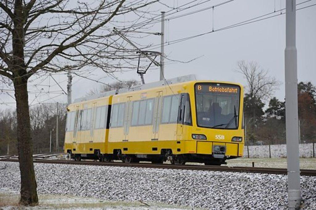 Die neue SSB Stadtbahn auf Testfahrt in Plieningen. Der Verkehrs- und Tarifverbund Stuttgart konnte für das Jahr 2012 einen Rekordwert verbuchen. Foto: www.7aktuell.de | Oskar Eyb