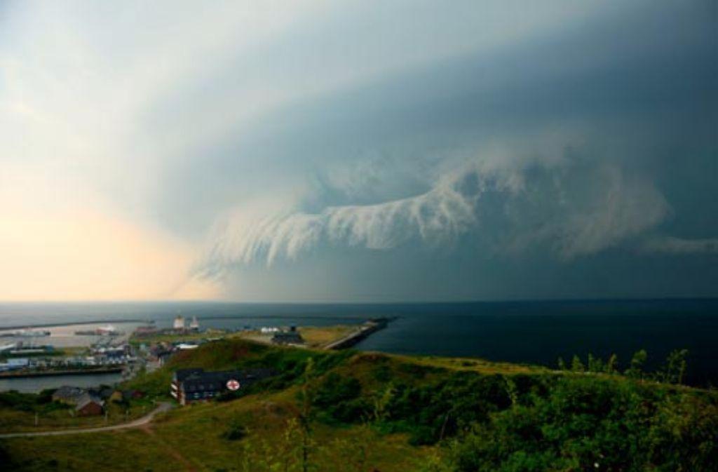 Ein Tornado hat erhebliche Schäden auf der Helgoländer Düne angerichtet. Foto: dpa