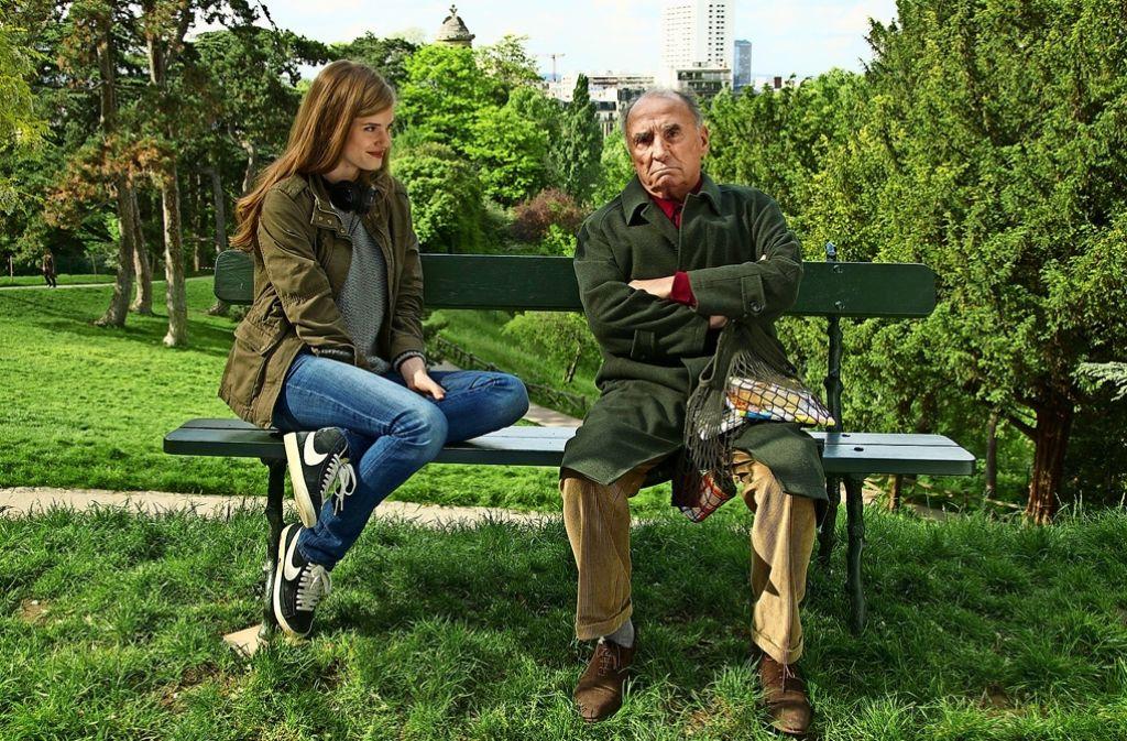 Constance (Noémi Schmidt ) schließt mit dem Bruddler Henri (Claude Brasseur) einen Pakt. Foto: Neue Visionen