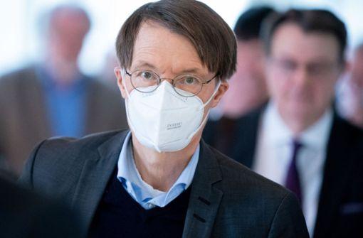 """Lauterbach gegen Lockerungen: Sonst dritte Welle mit """"Turbo-Virus"""""""