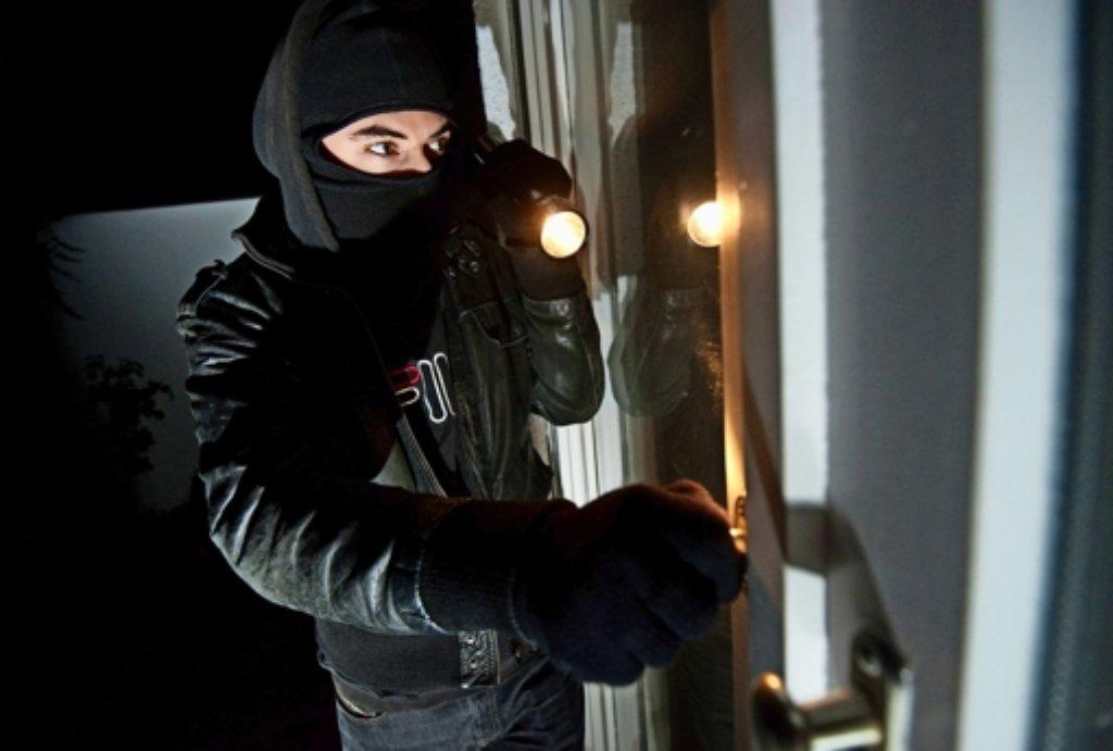Im Schutz der Dunkelheit versuchen viele Langfinger ihr Glück. (Symbolbild) Foto: dpa
