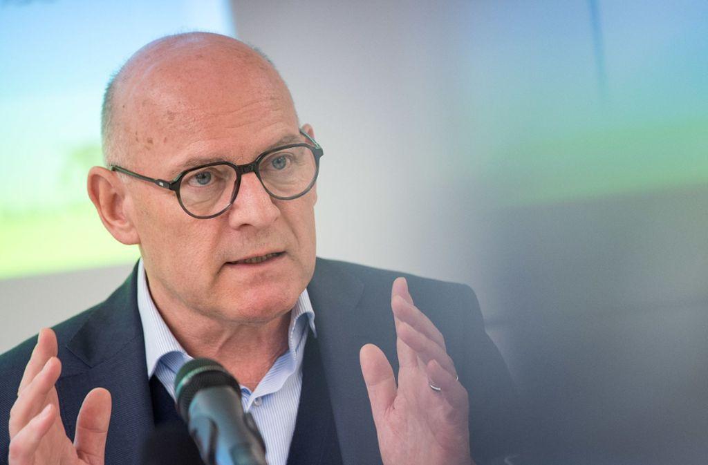 Minister Winfried Hermann (im Bild) widerspricht OB Boris Palmer. Foto: dpa
