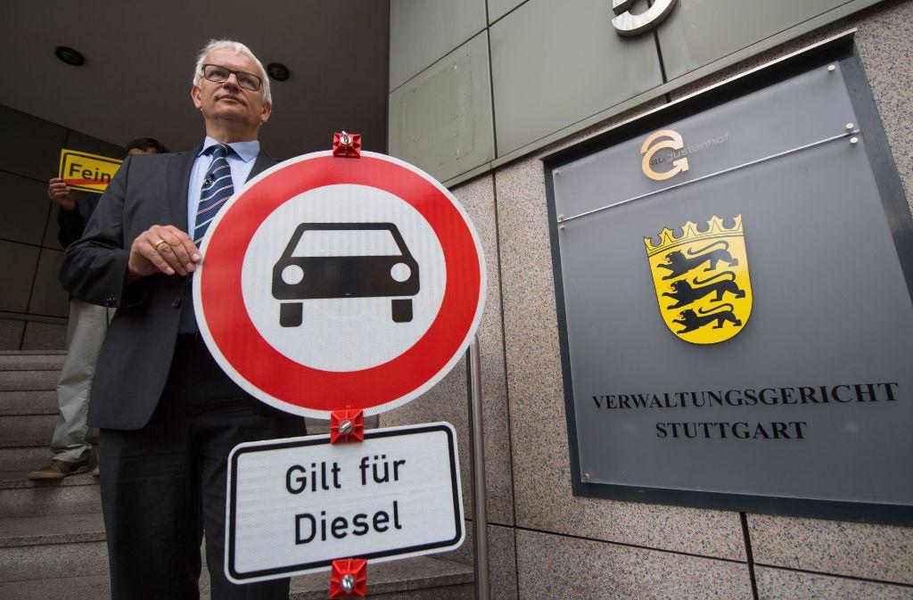 Jürgen Resch von der Umwelthilfe (DUH) treibt seit Jahren die deutsche Automobilindustrie vor sich her – wie schafft er das trotz relativ bescheidener Finanzmittel? Foto: dpa