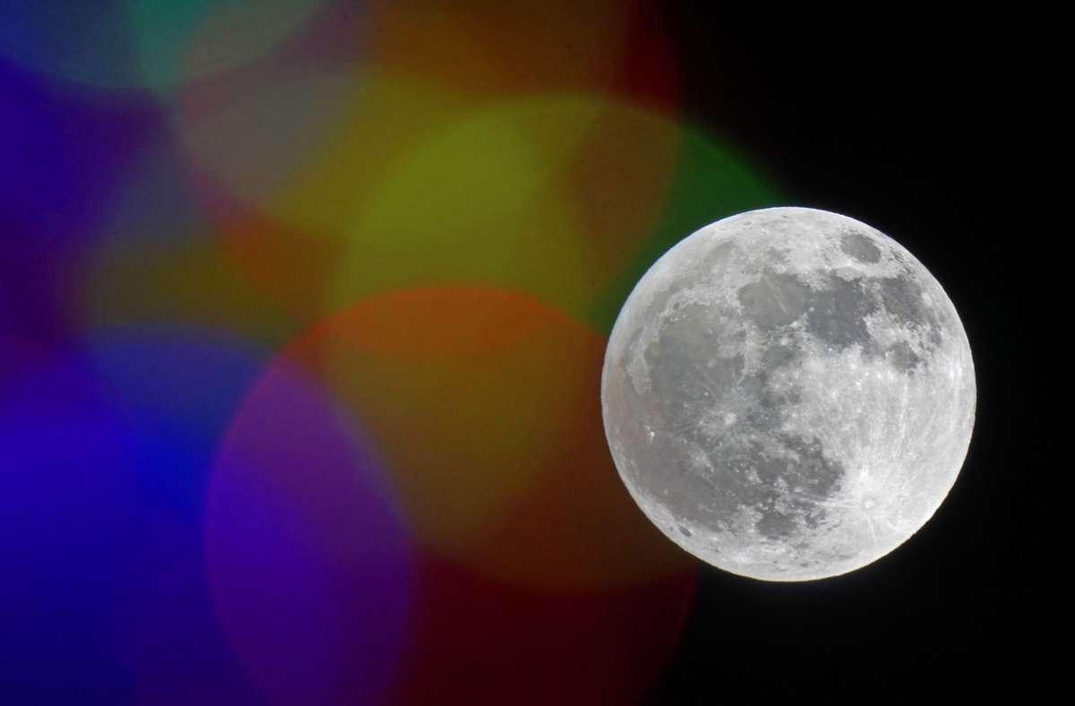 Der Vollmond in der Nacht vom 29. auf den 30. November (fotografiert  in Missouri) . Foto: dpa/Charlie Riedel