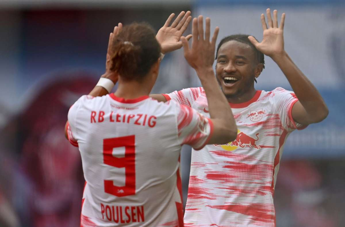 RB Leipzig um Yussuf Poulsen (links) und  Christopher Nkunku deklassierte Hertha BSC. Foto: dpa/Robert Michael