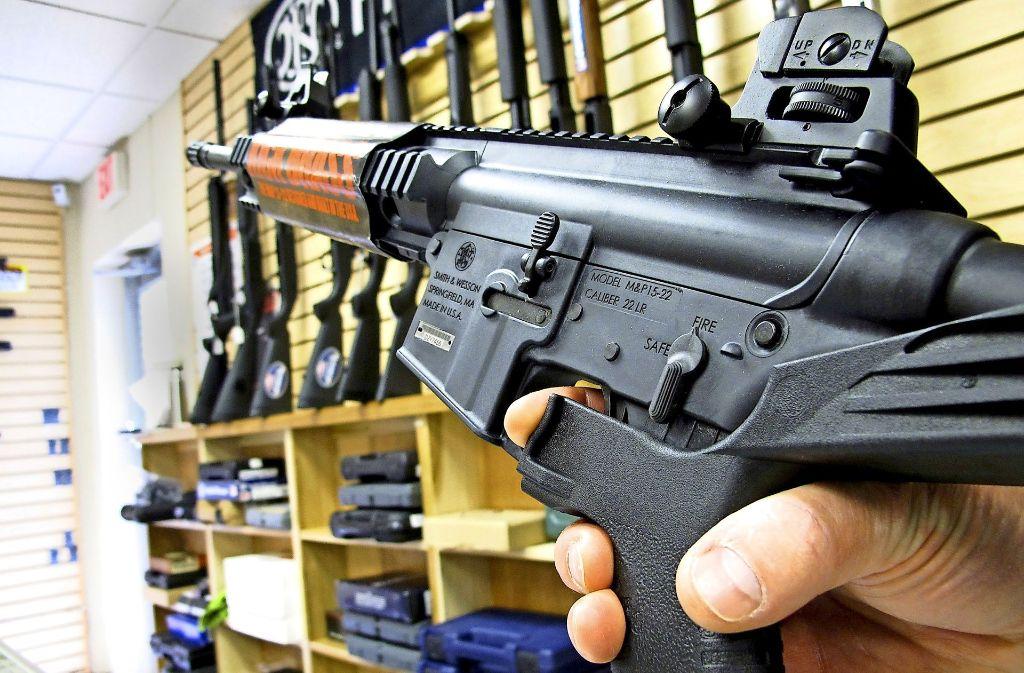 In Las Vegas trauern die Angehörigen der Opfer. Aber am  lockeren Waffenverkauf in den USA wird sich nichts ändern. Foto: AP
