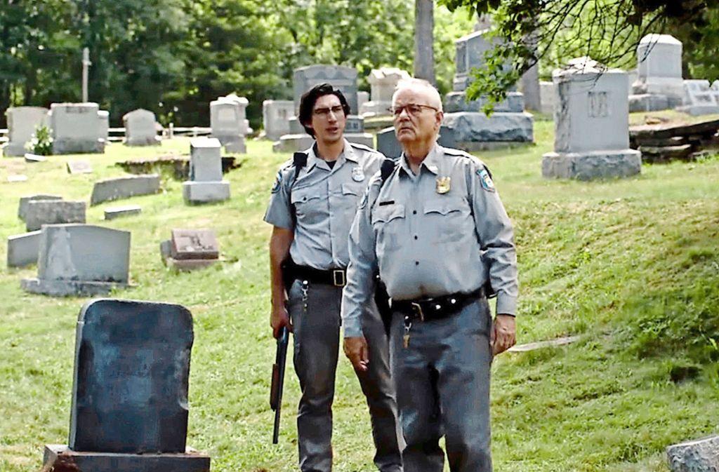 Bill Murray (re.) und Adam Driver müssen als Polizisten die konservative US-Provinz vor den wiederkehrenden Toten schützen. Foto: Universal