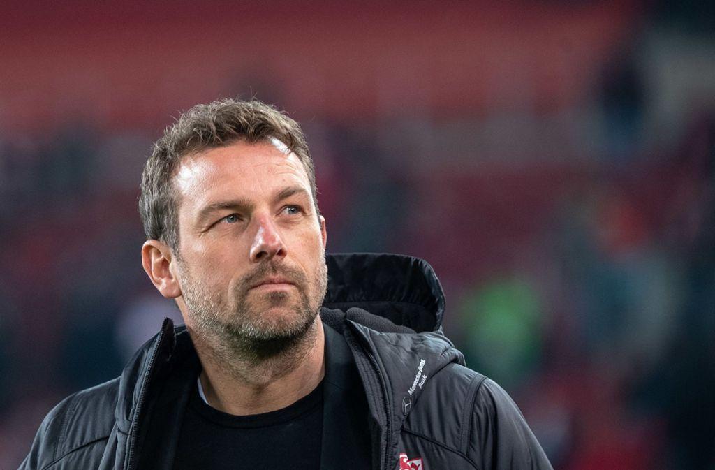 VfB-Trainer Markus Weinzierl ärgert sich über den späten Ausgleich der Freiburger. Foto: dpa
