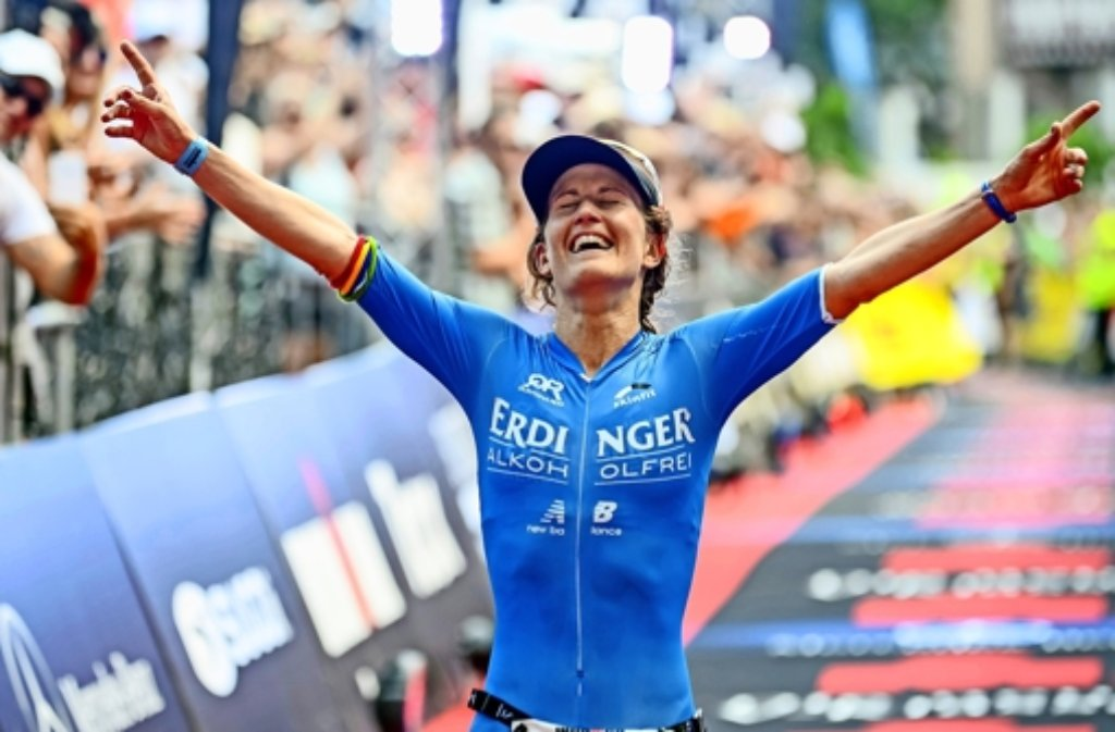 Julia Gajer hat es und ist geschafft:   Als Vize-Europameisterin läuft sie in Frankfurt über die Ziellinie. Foto: Michael Rauschendorfer/Erdinger