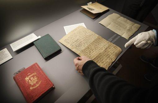 Alte Briefe und Bücher in neuem Licht