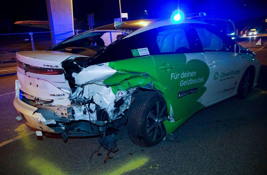 Das Taxi wurde bei dem Crash ganz schön in Mitleidenschaft gezogen. Foto: 7aktuell.de/Andreas Werner