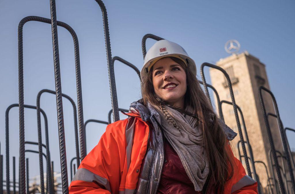 """Linda Werab hat in Stuttgart Architektur studiert. Der Bahnhof ist nun """"ihre"""" Baustelle. Foto: Lichtgut/Max Kovalenko"""