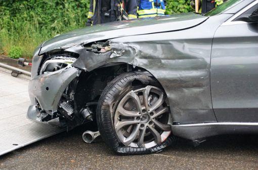 Auto fährt in Gegenverkehr – vier Verletzte