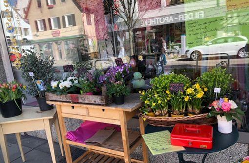 Blumen gibt es nicht mehr im Laden, sondern davor