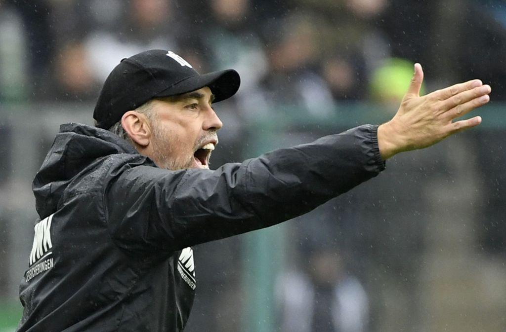 Martin Schmidt, der Trainer des FC Augsburg, war nach der Pleite in Mönchengladbach bedient. Foto: AFP/Ina Fassbender