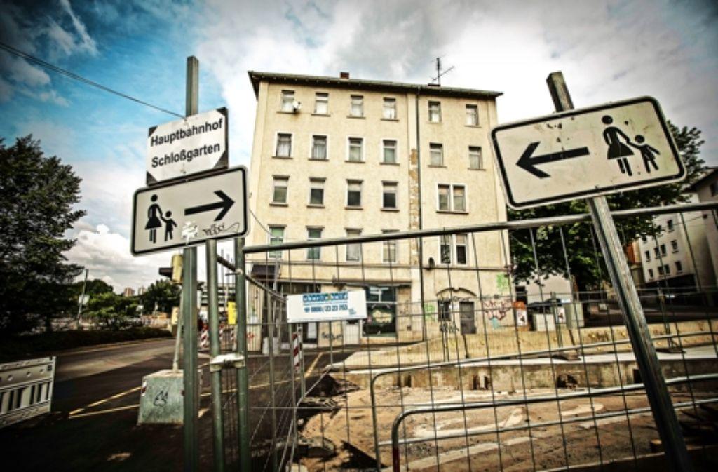 Mieter des Landesgebäudes Willy-Brandt-Straße 18 blicken auf eine S-21-Baustelle – haben aber keinen Lärmschutz. Foto: Lichtgut/Piechowski