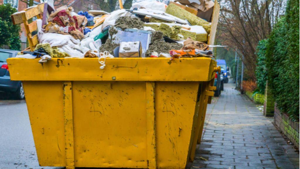 Container stellen eine Möglichkeit dar, den Sperrmüll zu entsorgen. Foto: shutterstock / Charlotte Bleijenberg