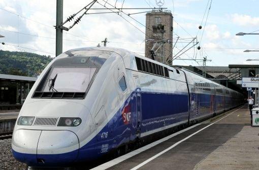 Der doppelstöckige TGV Euroduplex ist am Dienstag zum ersten Mal am Stuttgarter Hauptbahnhof eingefahren. Foto: dpa
