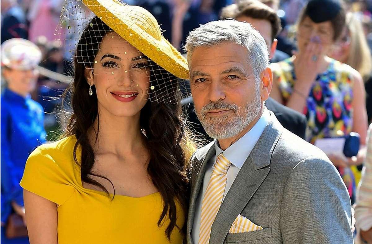 Mit seiner schönen und blitzgescheiten Frau Amal ist George Clooney auf dem gesellschaftlichen Parkett zu Hause: Zum Beispiel 2018 bei der Hochzeit von Meghan Markle und Prinz Harry. Foto: AFP/IAN WEST