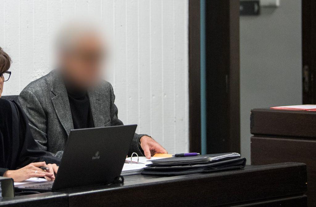 """Der 70-Jährige Angeklagte soll mit der Sozialstiftung """"Nestwerk"""" einen Millionenschaden angerichtet haben. Foto: dpa"""