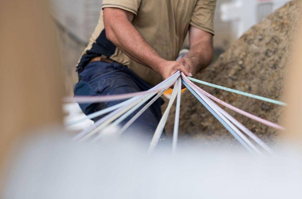 Der Landkreis nimmt den Breitbandausbau mit Hilfe eines Zweckverbands selbst in die Hand. Foto: dpa