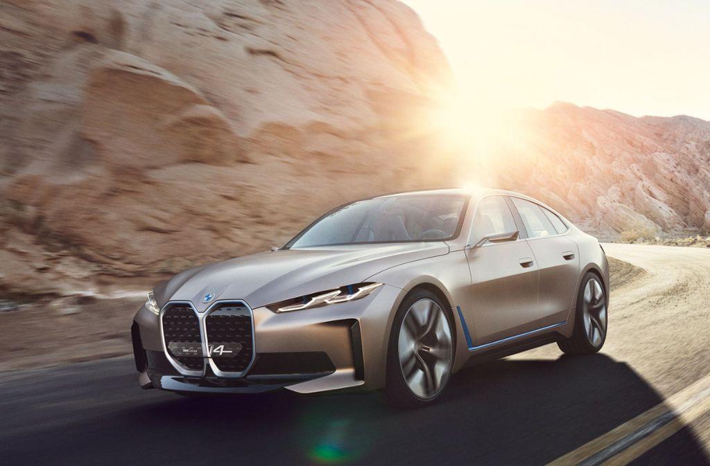 Mit einer Reichweite von bis zu 600 Kilometern ist der neue BMW i4 vergleichbar mit dem Tesla Model S. Foto: dpa