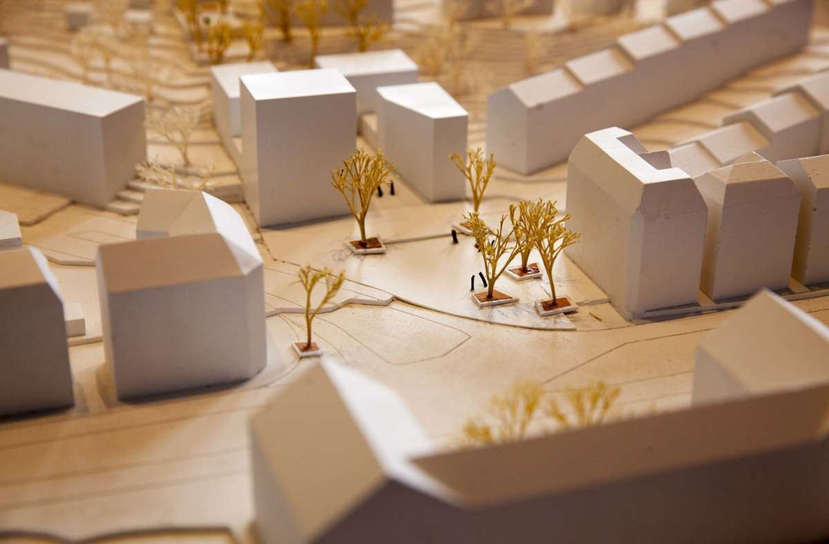 Die Architekten tüfteln noch daran, wie der Stöckachplatz (im Modell mit den Bäumen) und die Neubauten dahinter einmal aussehen werden Foto: Lichtgut/Leif Piechowski