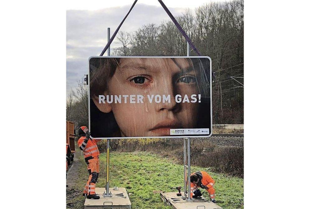 Solche Schilder und größere Zonen mit Überholverbot sollen weitere tödliche Unfälle verhindern. Foto: LRA BB