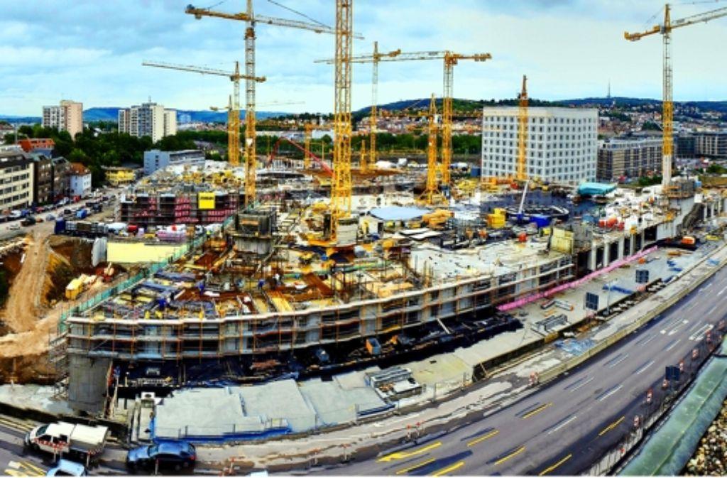 Großbaustelle Milaneo: Im September wurde die Bauhöhe des geplanten Einkaufszentrums bereits erreicht. Von nun an werden auf dem Gebäude Wohnhäuser erstellt. Foto: Steinert