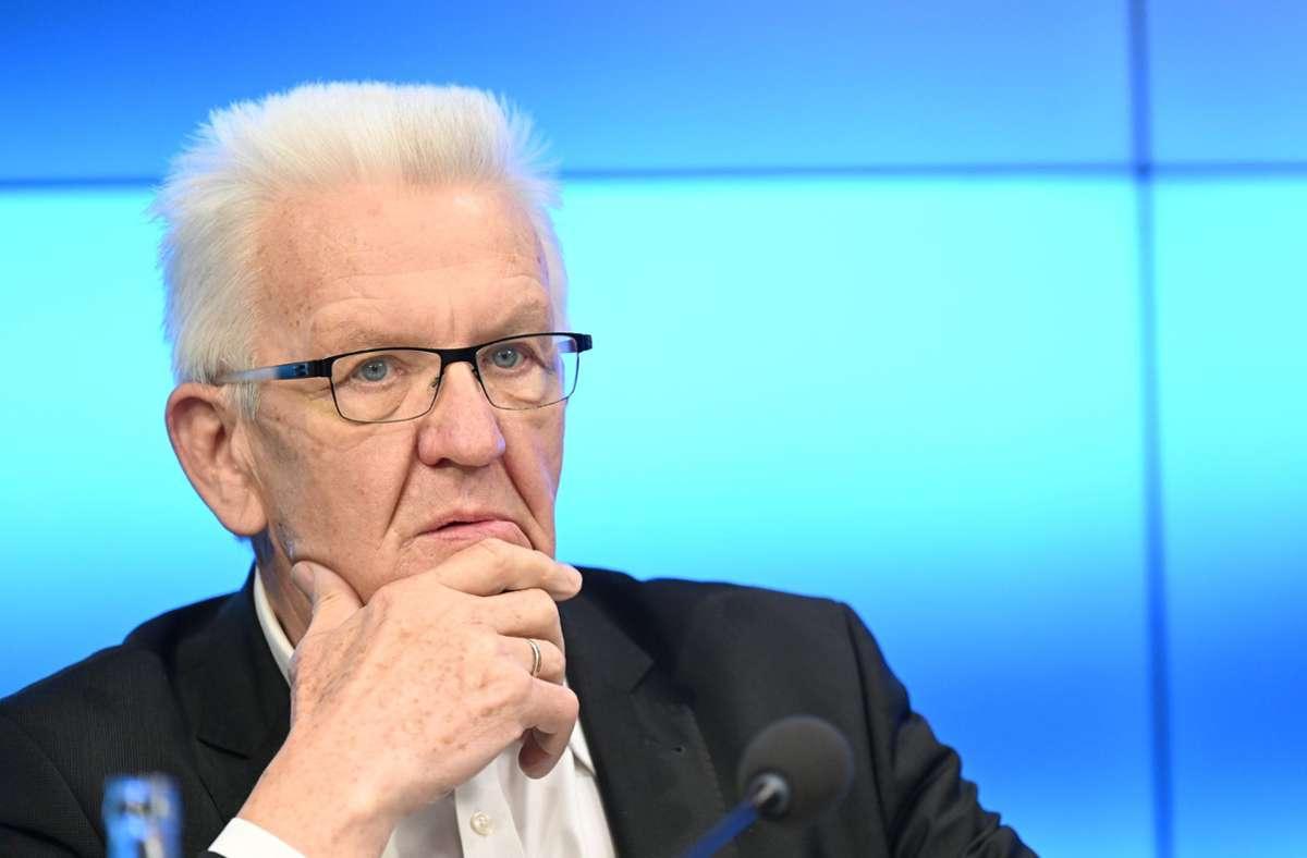 Der Landeselternbeirat ist mit dem Krisenmanagement von Ministerpräsident Winfried Kretschmann nicht zufrieden. (Archivbild) Foto: dpa/Bernd Weissbrod