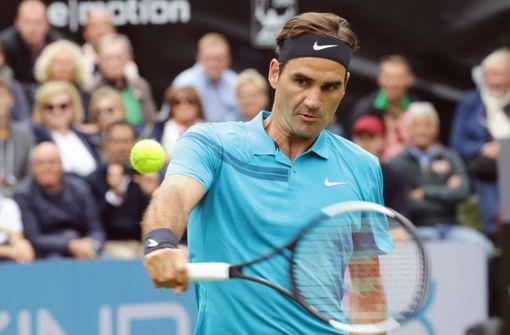 Roger Federer müht sich zum Sieg gegen Mischa Zverev