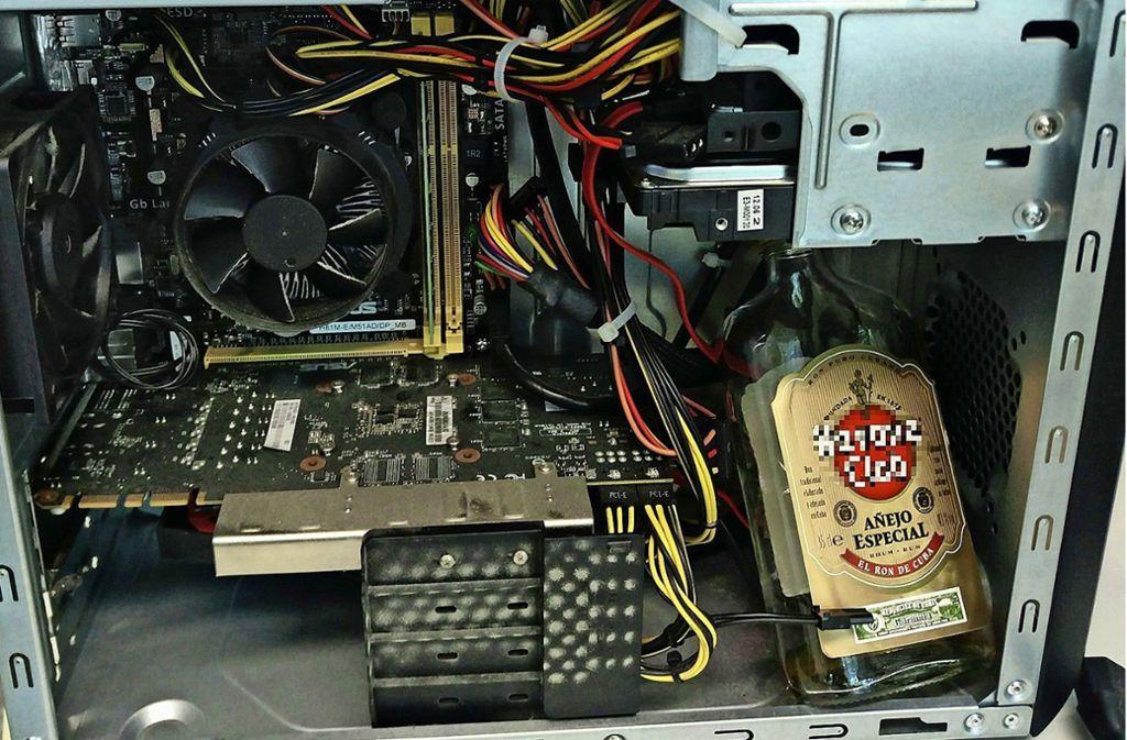 Rum im PC. Foto: Facebook/Polizei Ludwigsburg