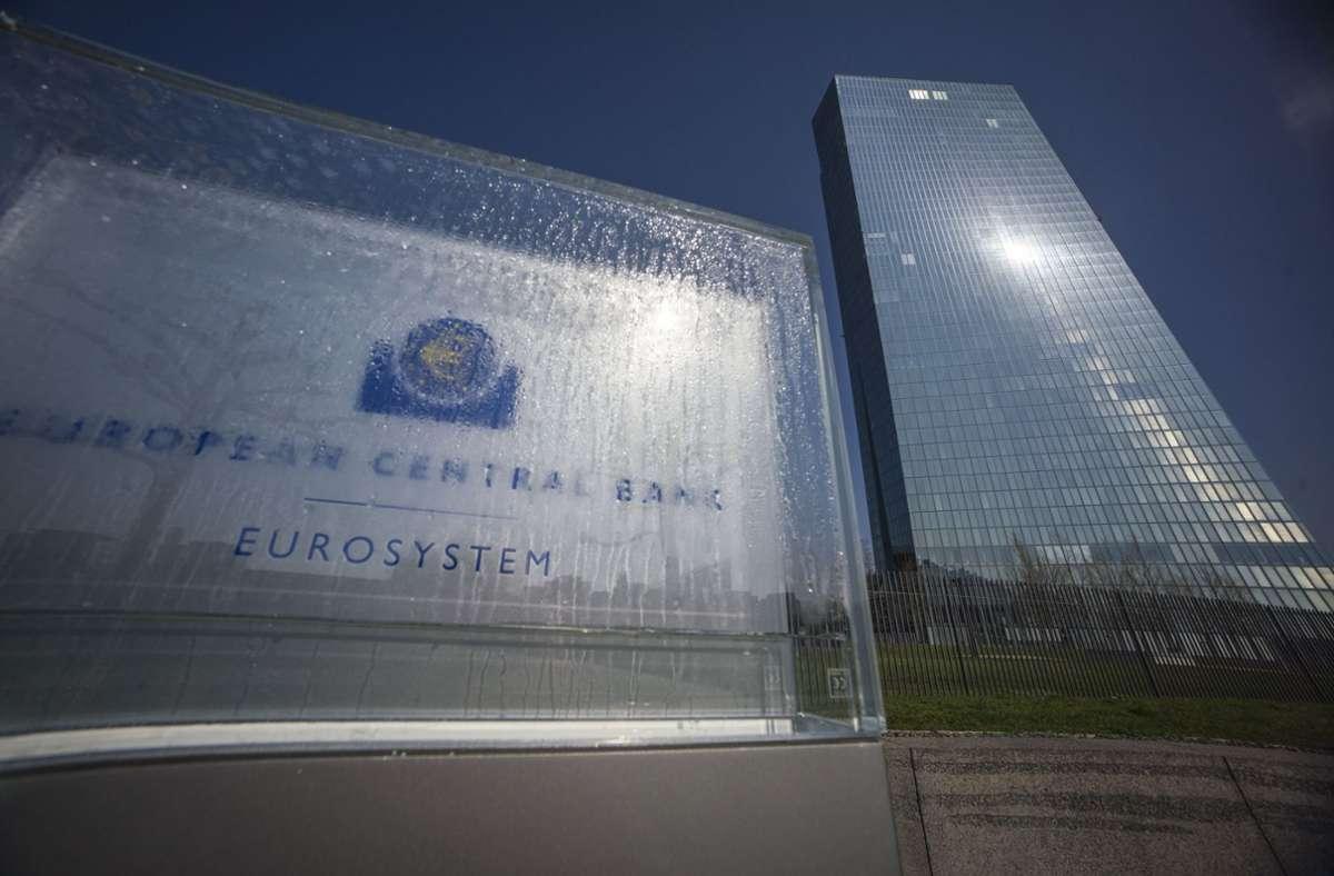 Die Europäische Zentralbank hat einige Großbanken im Euro-Raum Vorgaben zur Korrektur ihrer Kalkulationen gemacht. (Archivbild) Foto: dpa/Frank Rumpenhorst