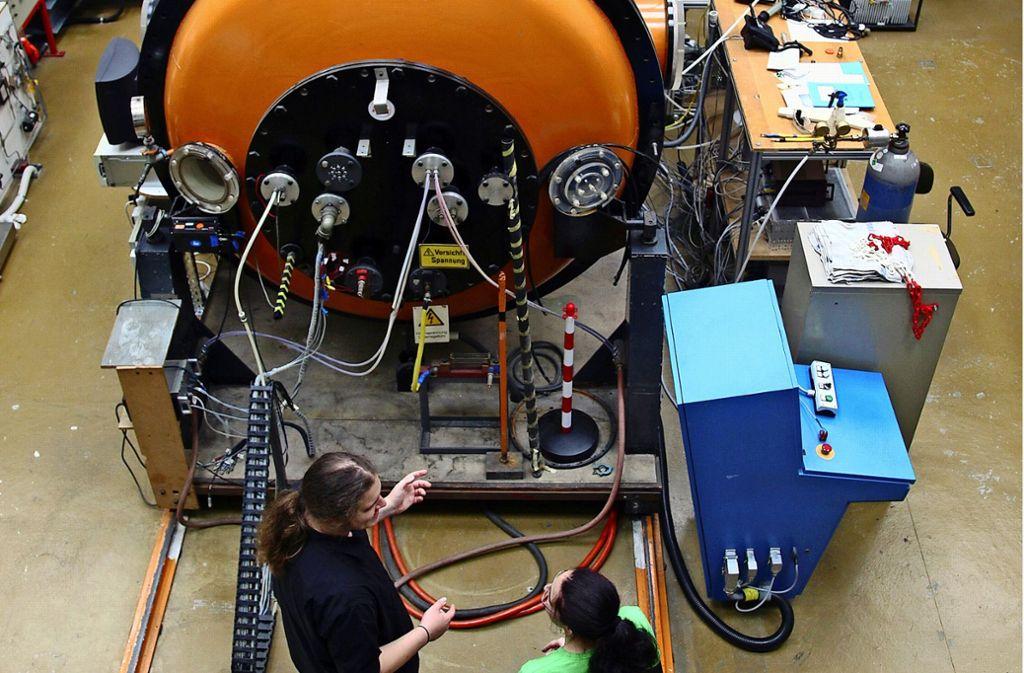 Luft- und Raumfahrttechnik an der Uni Stuttgart Foto: master_andrii/Adobe Stock,  Mierendorf