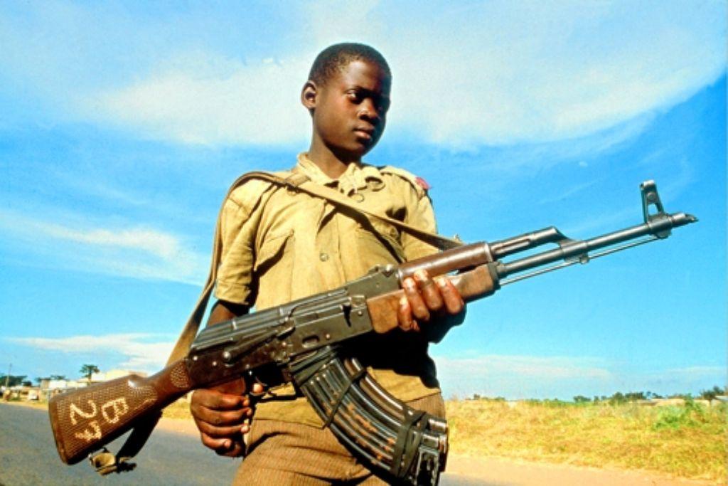 Der achtjährige Moses wurde von Joseph Kony verschleppt. Foto: dpa