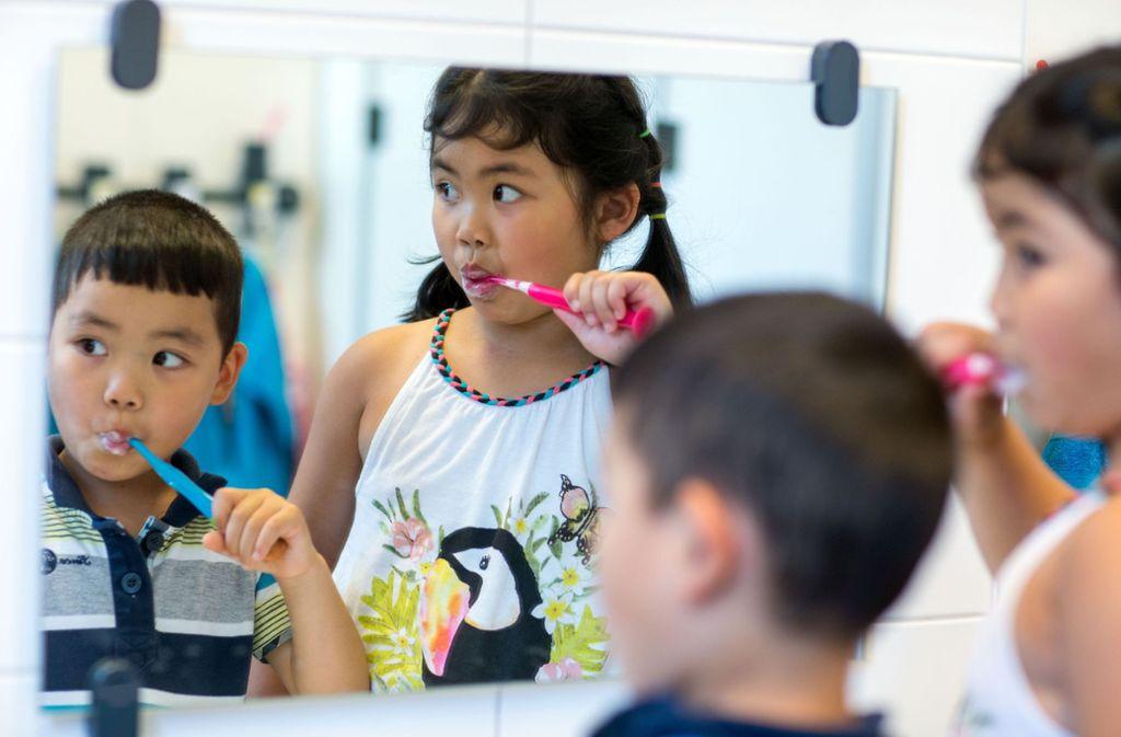 Nur Zahnpasta mit Fluorid sei wirksam gegen Karies, sagen Zahnheilkundler. Foto: dpa