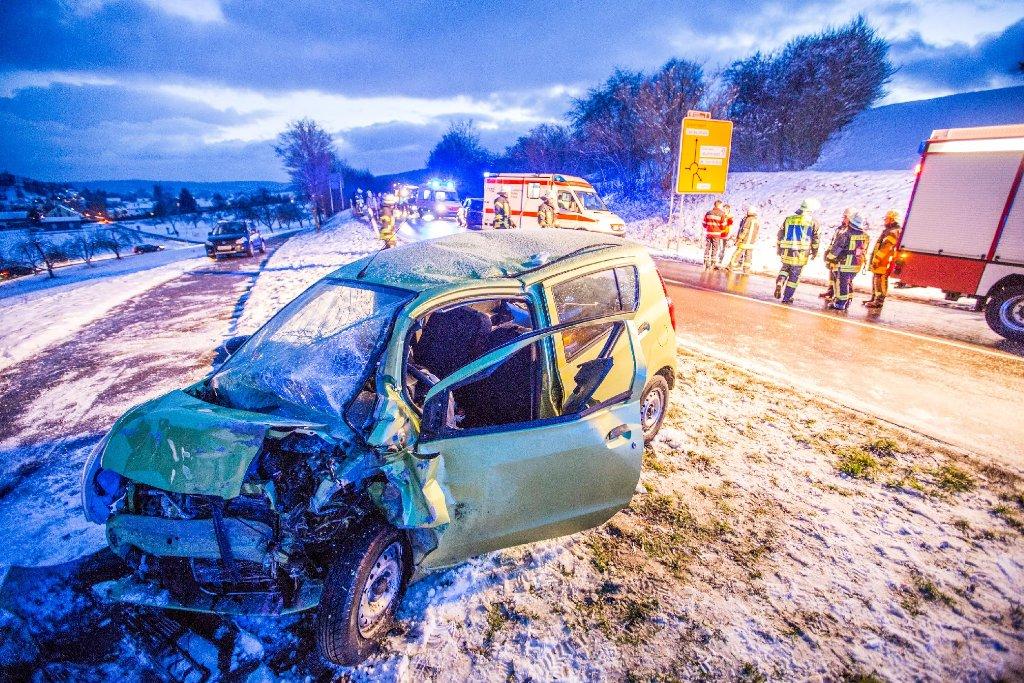 Nach einem Unfall auf der Landesstraße 1148 bei Schorndorf schwebt ein 74-Jähriger in Lebensgefahr. Foto: www.7aktuell.de   Simon Adomat