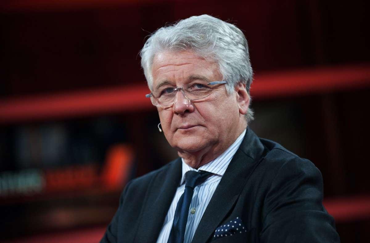 """Marcel Reif  ist wegen einer Äußerung in der Sendung """"Doppelpass"""" in die Kritik geraten.  (Archivbild) Foto: dpa/Paul Zinken"""