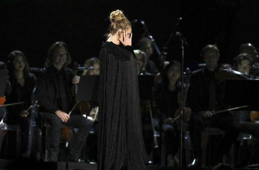 Preisträgerin Adele unterbricht Tribut an George Michael