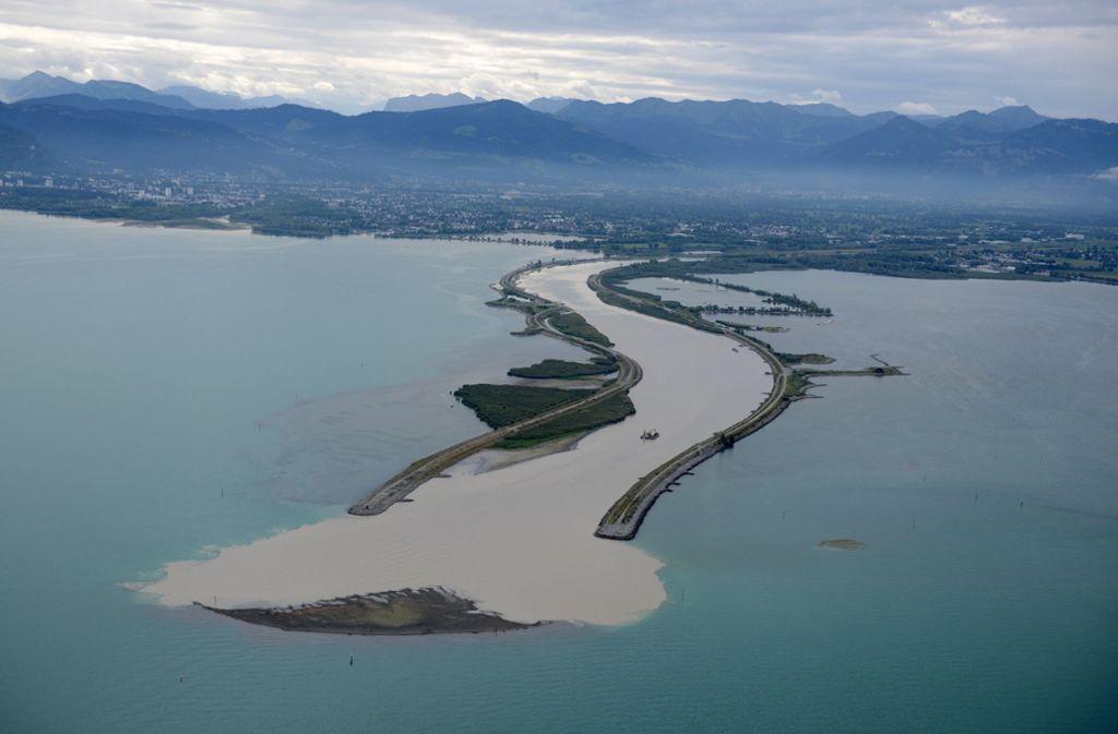Die neue Sandinsel im Bodensee wenige Kilometer von Bregenz entfernt. Foto: dpa
