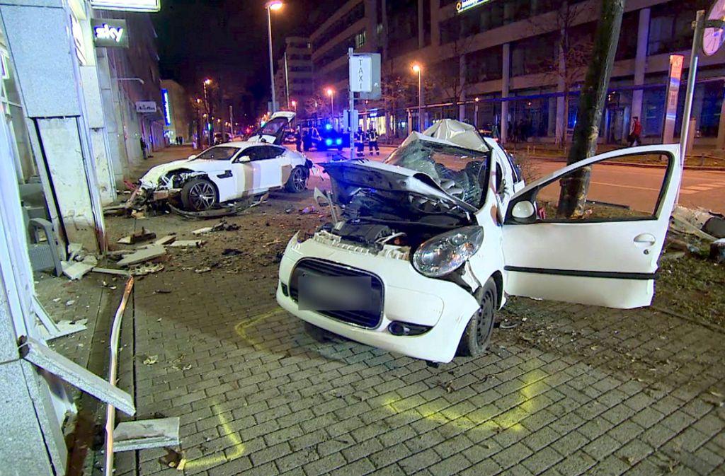 In dem Kleinwagen kam ein junges Paar ums Leben. Der 20-Jährige im Jaguar blieb unverletzt. Foto: 7aktuell