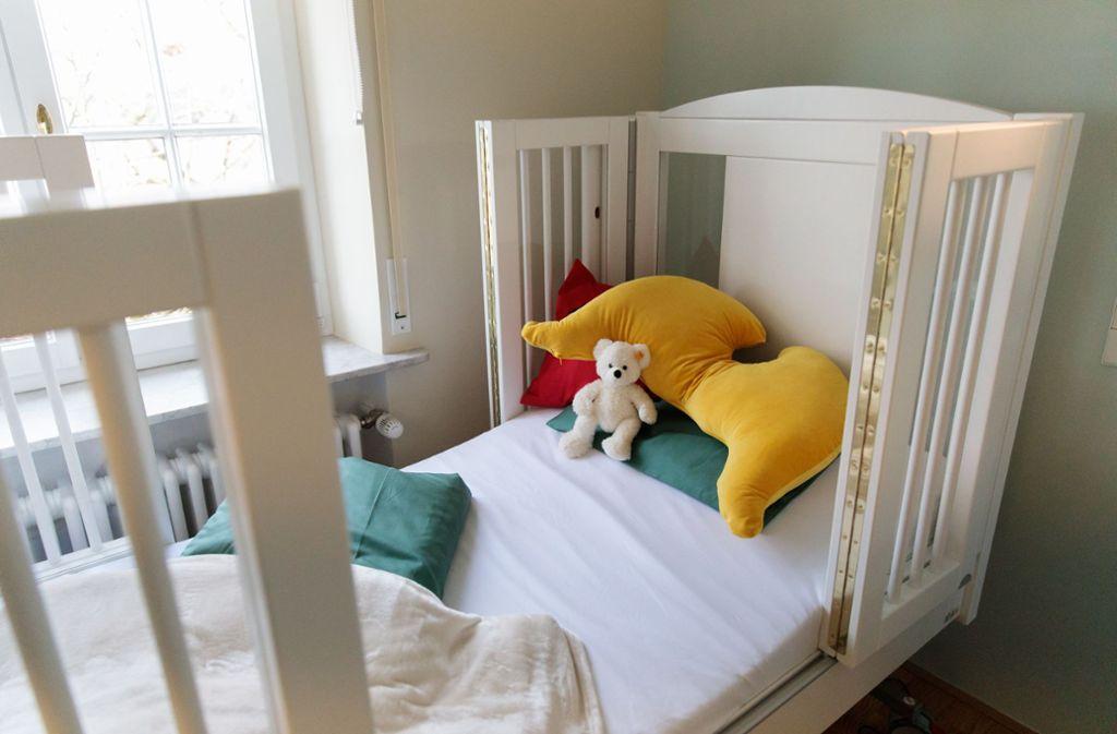 Eine Mutter im Kreis Würzburg hat eine unbekannte Stimme über das Babyfon aus dem Zimmer ihres Kleinkindes gehört. (Symbolfoto) Foto: Lichtgut/Verena Ecker