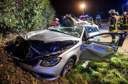 Taxifahrer prallt gegen Laster - zwei Verletzte
