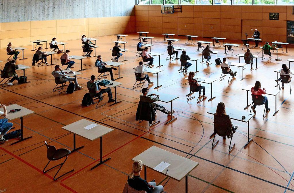 Die Abiturienten des Lichtenstern-Gymnasiums wurden  am  Freitag  für die  Deutschprüfung instruiert. Foto: Helmut Pangerl