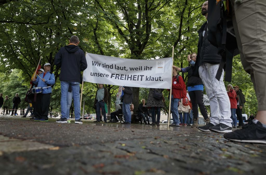 Die Zahl der Gegner der Corona-Maßnahmen am Samstag war überschaubar. Foto: Lichtgut/Julian Rettig